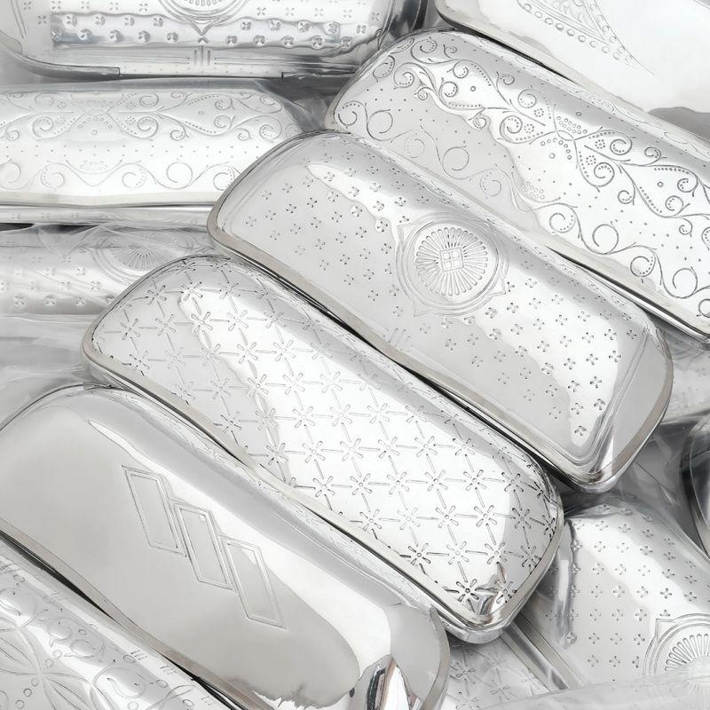 REINHOLD KÜHNのアルミ製デットストックメガネケースが入荷しました。